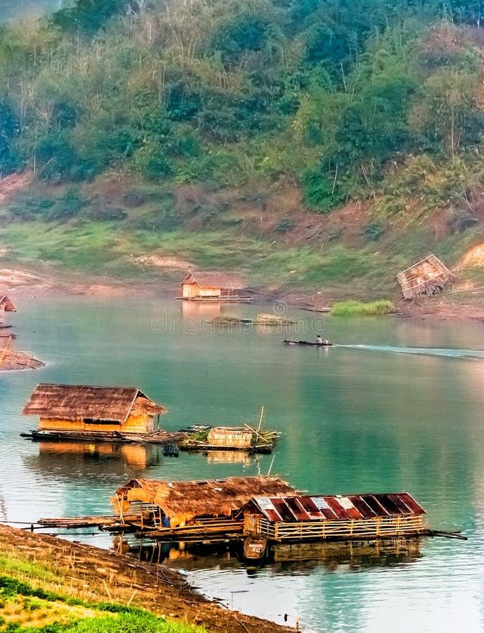 O flutuador no rio imagem de stock
