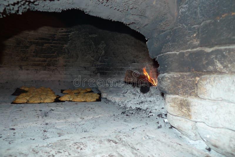 O fogão antigo sob a estrada relacionou-se ao presidente esquerdista do partido em relação à luta da libertação da América Latina fotografia de stock