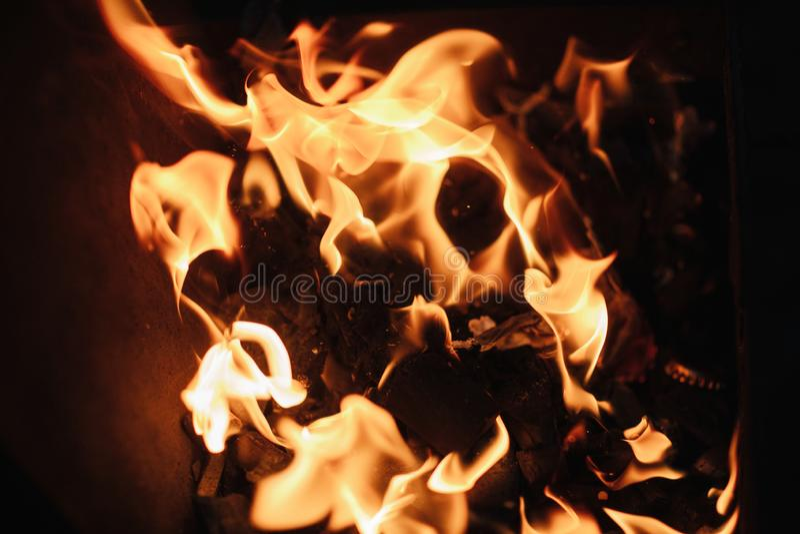 O fogo as chamas do fogo fecham-se acima fotografia de stock royalty free