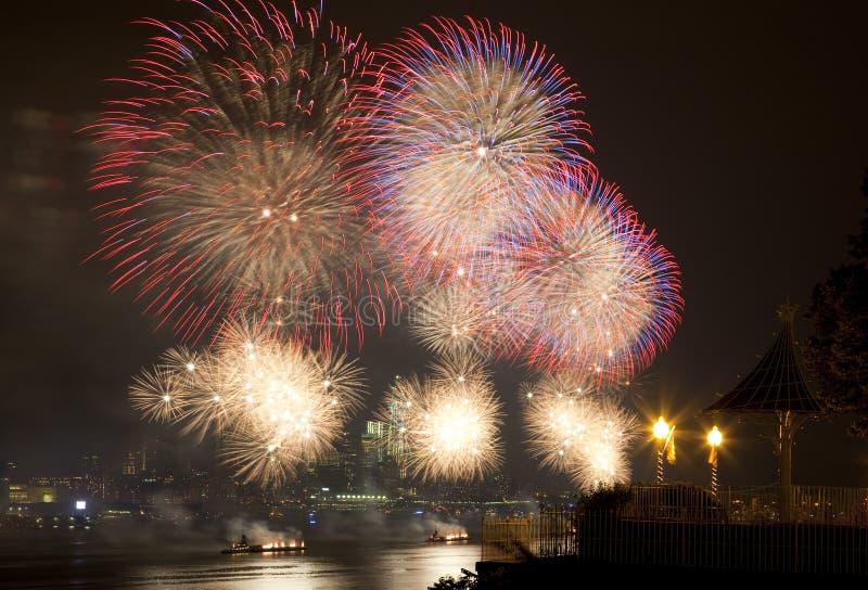 O fogo-de-artifício julho de ô do Macy fotos de stock