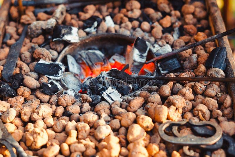 O fogo na forja fotografia de stock royalty free