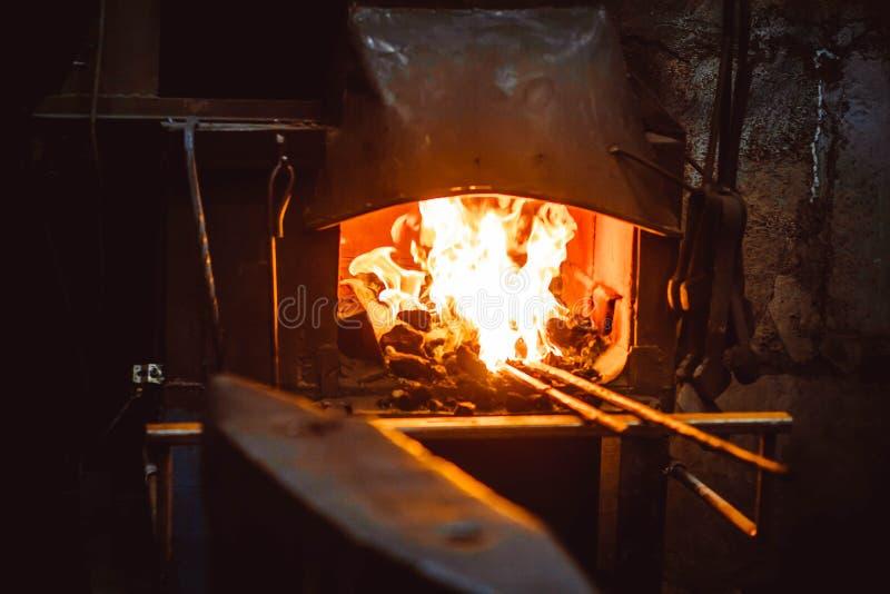 O fogo na forja foto de stock royalty free
