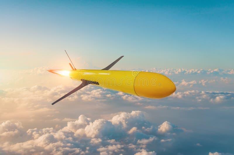 o foguete de direção Rádio-controlado com aceleração voa na alta altitude antes de bater um alvo fotos de stock