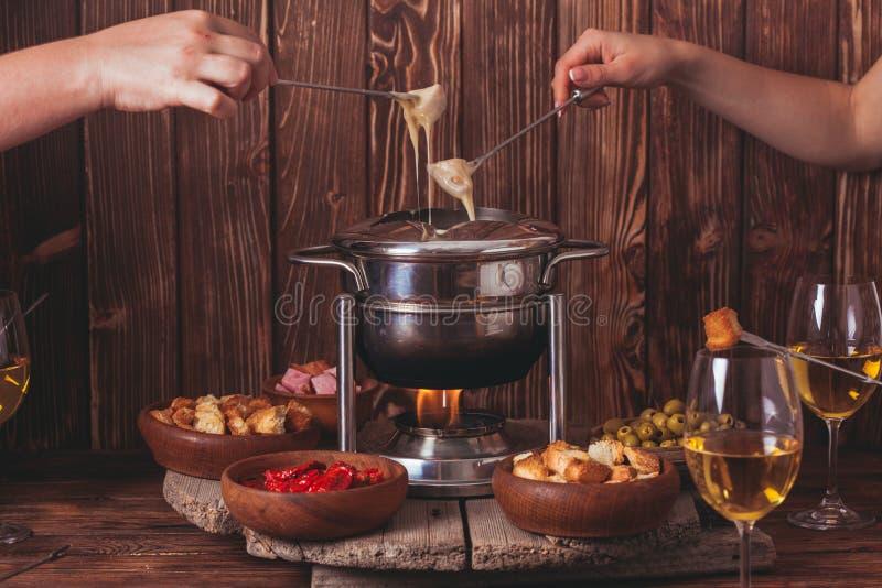O fondue de queijo imagens de stock royalty free