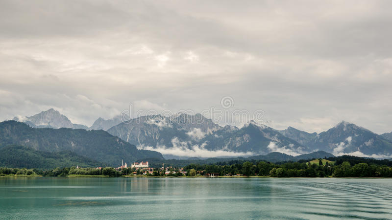O forggen do lago, fuessen e cumes fotografia de stock royalty free