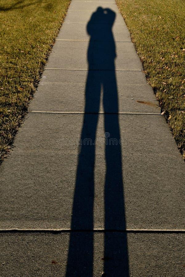O fotógrafo cria um selfie sombreado foto de stock royalty free