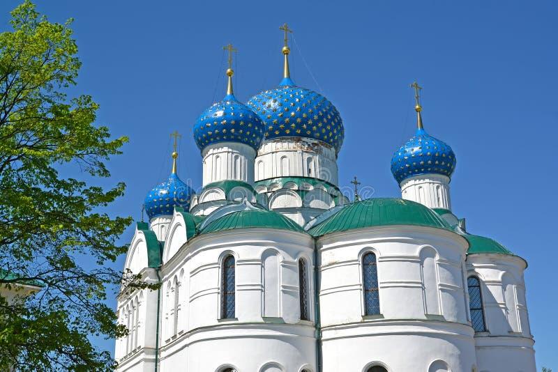 O fragmento da catedral do esmagamento no convento Uglich, região de Yaroslavl fotos de stock royalty free