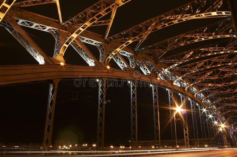 O fragmento da ponte do metal fotografia de stock