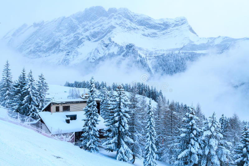 O frio nas montanhas imagem de stock