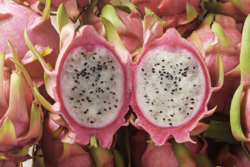O fruto do dragão no lado é alimento da natureza em Tailândia imagens de stock