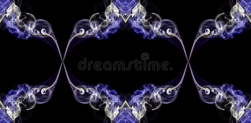 O fumo torcido abstrato da violeta e do ecru formou nos círculos fotos de stock royalty free