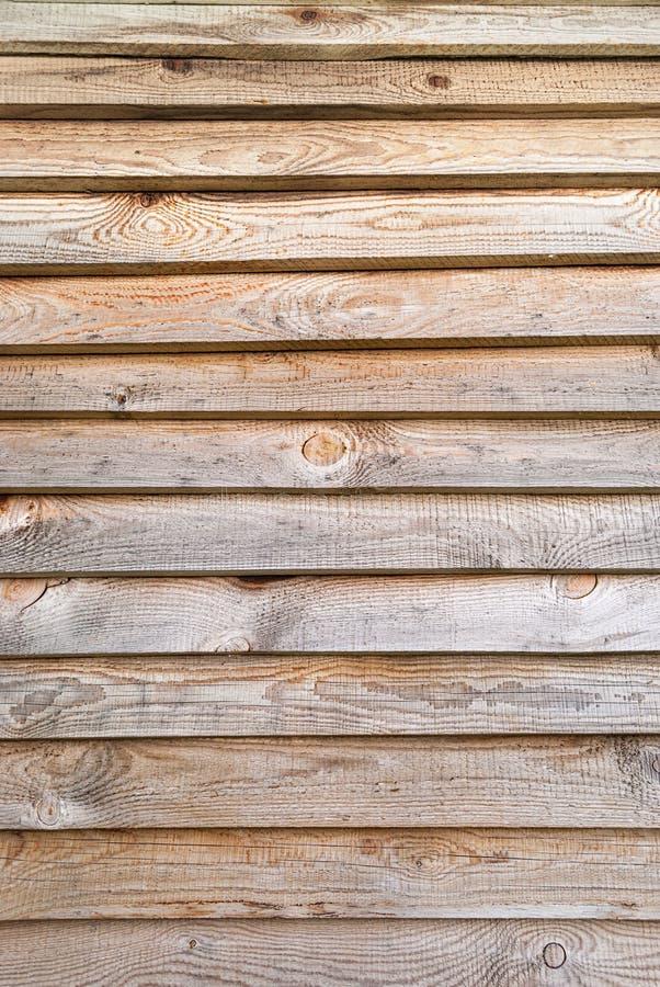 O fundo é feito de pranchas horizontais da madeira de pinho imagem de stock royalty free