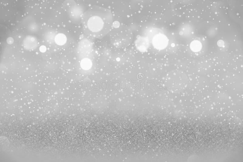 O fundo abstrato de brilho bonito azul do bokeh defocused das luzes do brilho com faíscas voa, textura festiva do modelo com espa ilustração stock