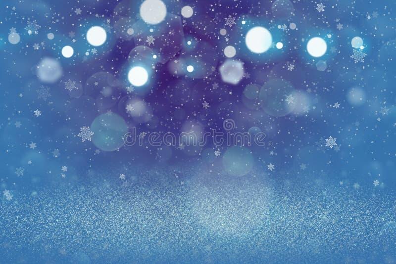 O fundo abstrato do bokeh defocused brilhante bonito das luzes do brilho com os flocos de queda da neve voa, textura festal do mo ilustração do vetor