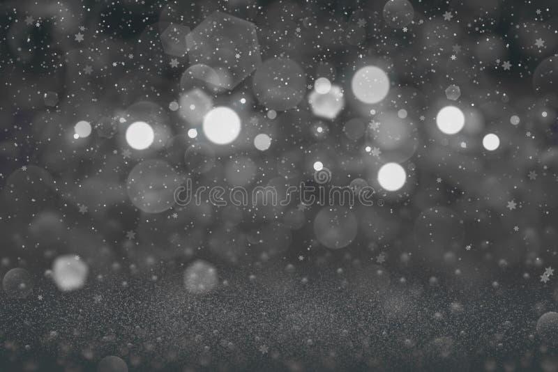 O fundo abstrato do bokeh defocused brilhante bonito das luzes do brilho com os flocos de queda da neve voa, textura festiva do m ilustração do vetor