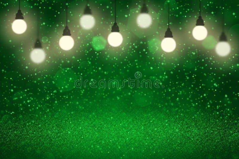 O fundo abstrato do bokeh defocused brilhante bonito verde das ampolas das luzes do brilho com faíscas voa, textura festal do mod ilustração stock
