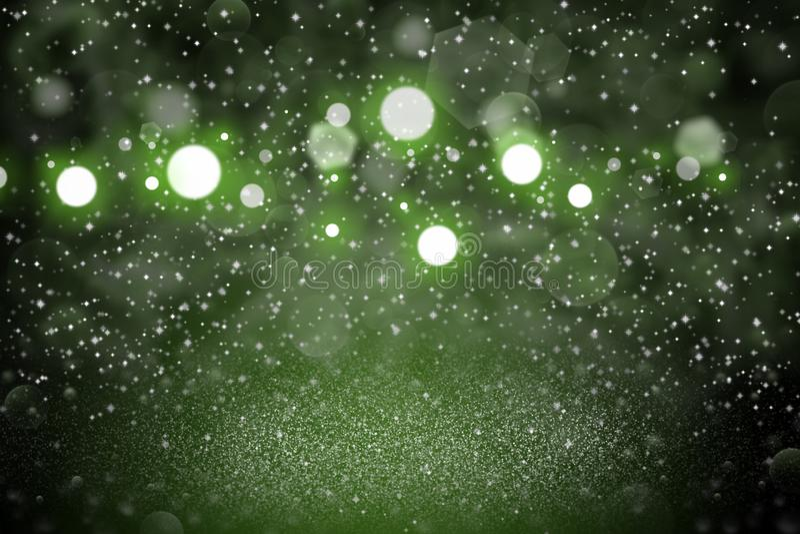O fundo abstrato do bokeh defocused efervescente bonito verde das luzes do brilho com fa?scas voa, textura festal do modelo com p ilustração stock