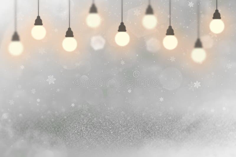 O fundo abstrato do bokeh defocused efervescente maravilhoso das luzes do brilho com ampolas e os flocos de queda da neve voam, f ilustração royalty free