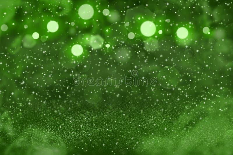 O fundo abstrato do bokeh defocused lustroso fantástico verde das luzes do brilho com faíscas voa, textura do modelo do feriado c ilustração royalty free