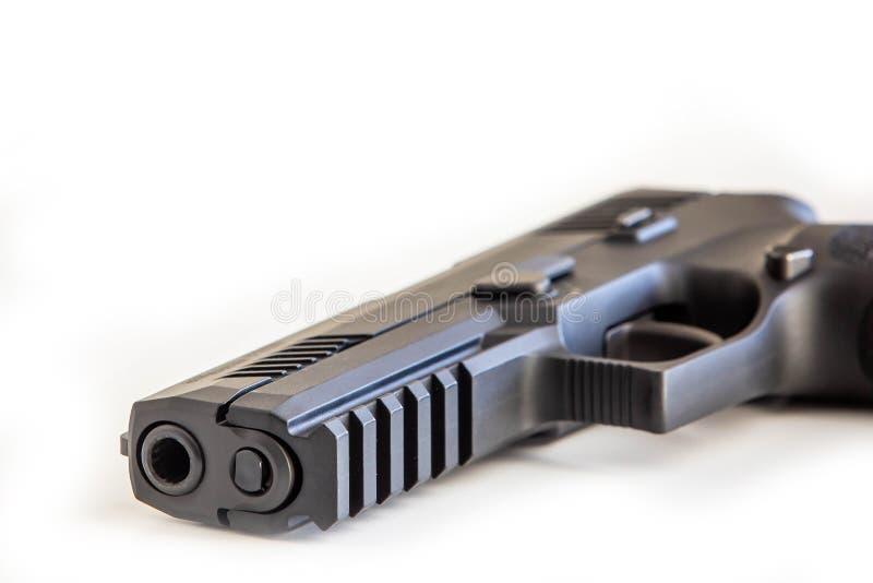 O fundo branco do revólver moderno isolou-se perto acima imagens de stock