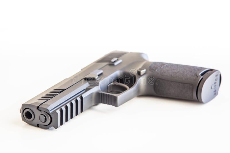 O fundo branco do revólver moderno isolou-se perto acima fotos de stock