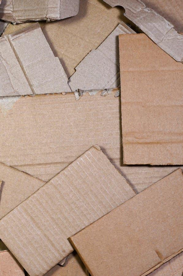 O fundo das texturas de papel empilhou pronto para reciclar Um bloco do cartão velho do escritório para reciclar da papelada Pilh imagens de stock