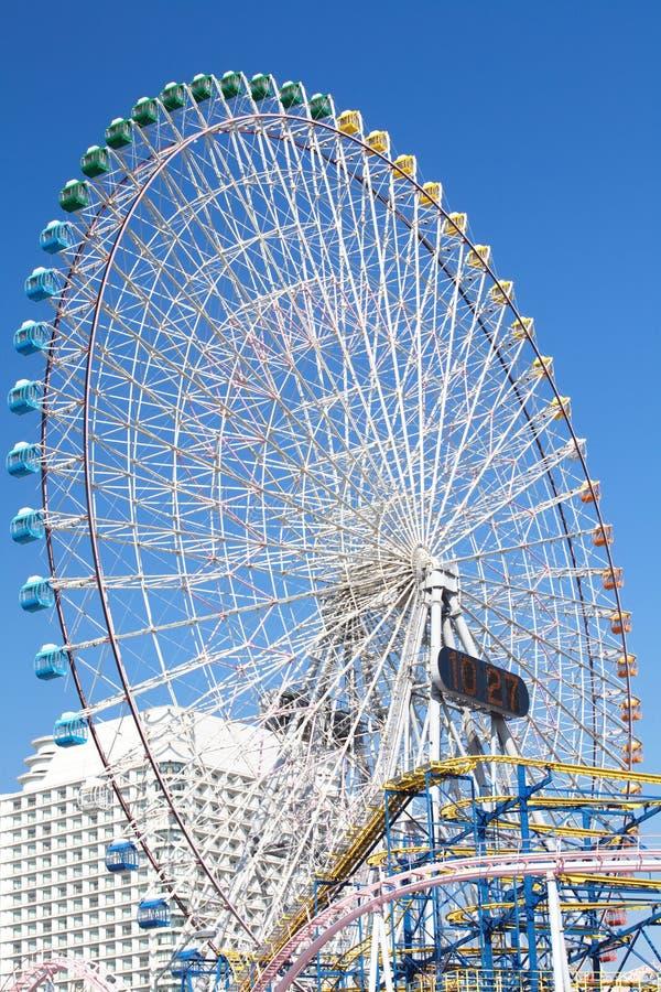 Download Ferris Roda Dentro O Céu Azul Imagem de Stock - Imagem de círculo, entertainment: 29846005