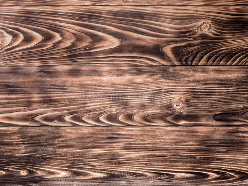 O fundo de madeira do pinho de madeira queimou a textura do sumário da escova de pintura foto de stock