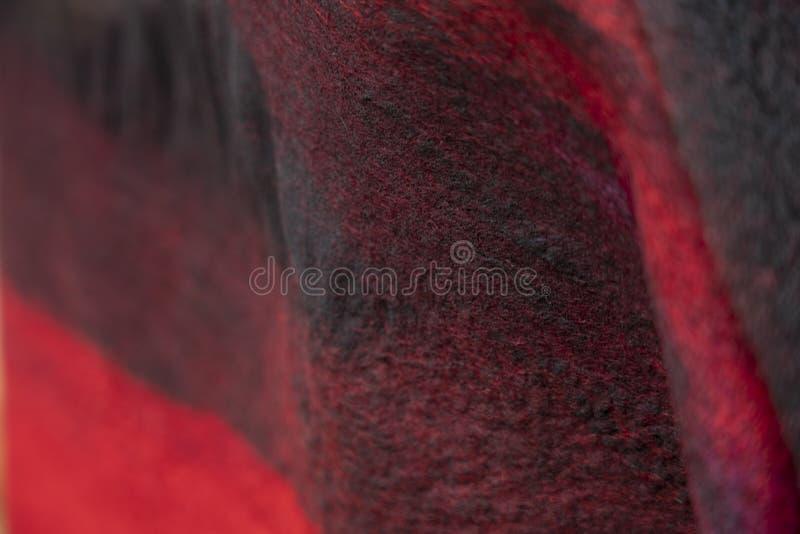 O fundo do feltro drapeja é vermelho preto imagem de stock royalty free