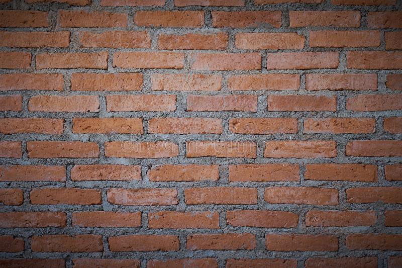O fundo do grunge da textura da parede de tijolo vermelho com cantos vignetted, pode usar-se ao design de interiores como o engod fotografia de stock