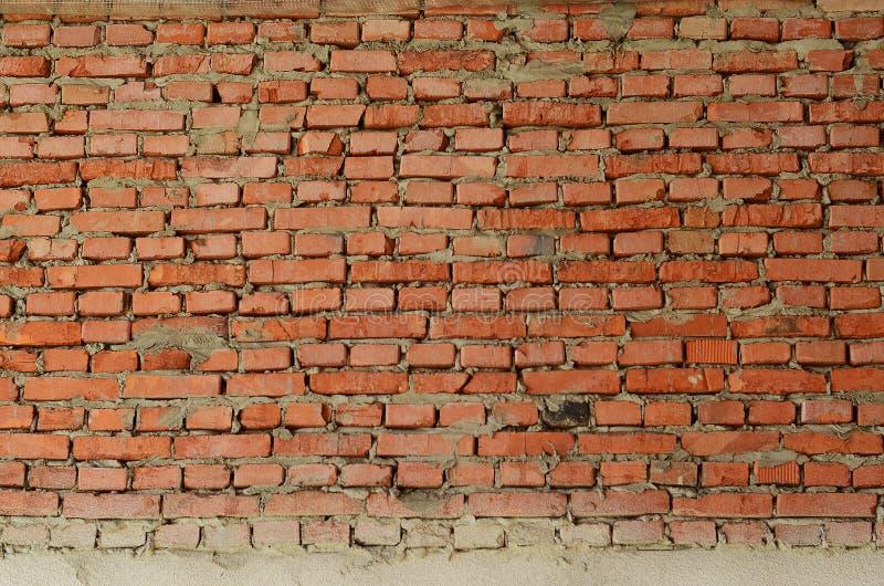 O fundo do grunge da textura da parede de tijolo vermelho com muitas fileiras de tijolos, pode usar-se ao desig interior imagem de stock