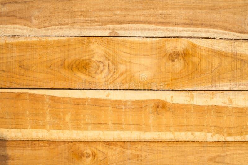 O fundo e o detalhe da textura da prancha de madeira da teca surgem foto de stock