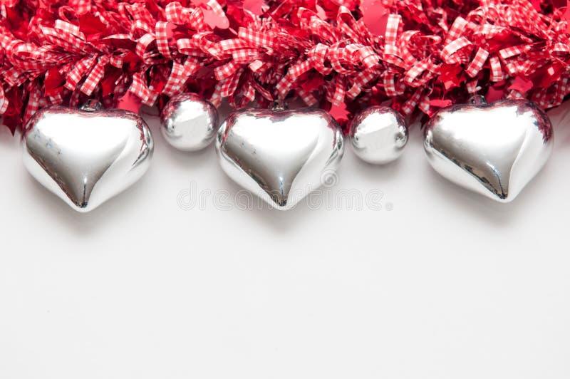 O fundo festivo com coração deu forma a decorações e à cópia branca fotos de stock royalty free
