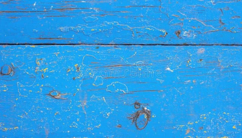 O fundo textured de madeira rústico do grunge velho com cor azul rachou a pintura e riscos resistidos imagens de stock