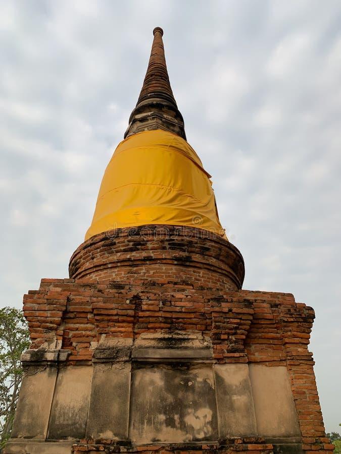 O fundo velho do pagode e do céu foto de stock royalty free