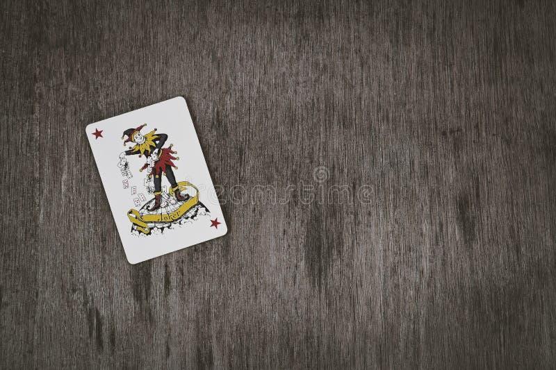 O fundo vermelho do palhaço do cartão de jogo com espaço para você text imagens de stock royalty free