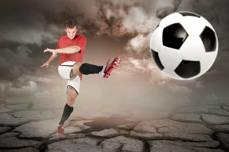 O futebol está vindo imagens de stock royalty free