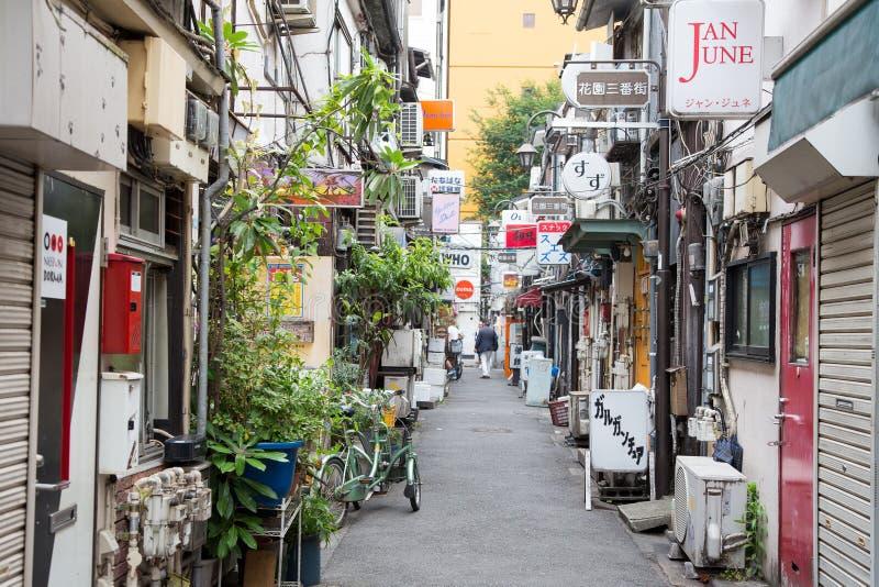 O Gai dourado em Shinjuku, Tóquio imagens de stock royalty free