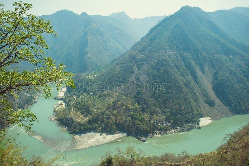 O Ganges River que corre através da garganta fotos de stock royalty free