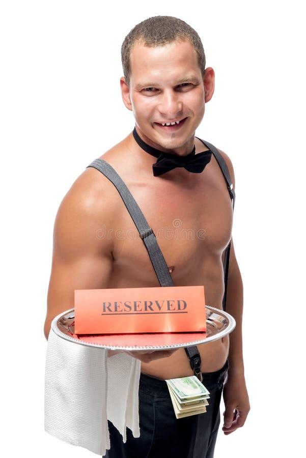 o garçom traz em uma bandeja uma reserva fotos de stock royalty free