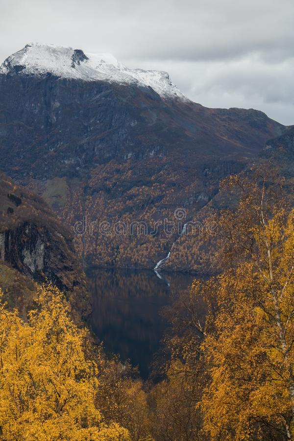 O Geirangerfjord bonito durante a queda fotografia de stock