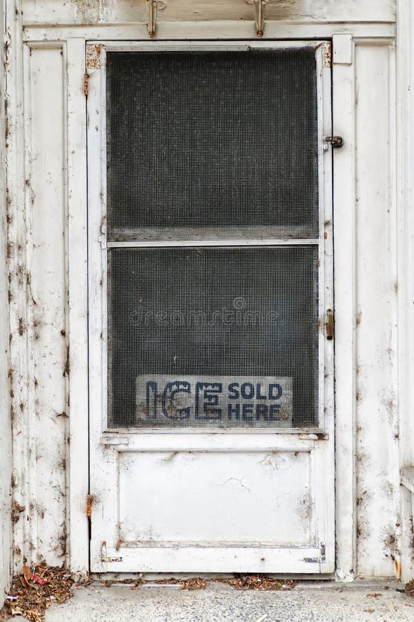 O gelo vendeu aqui a porta imagens de stock royalty free