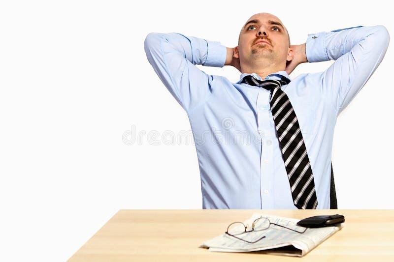 O gerente inclina para trás relaxado imagens de stock