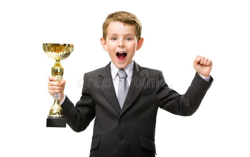 O gerente pequeno entrega o copo dourado fotografia de stock