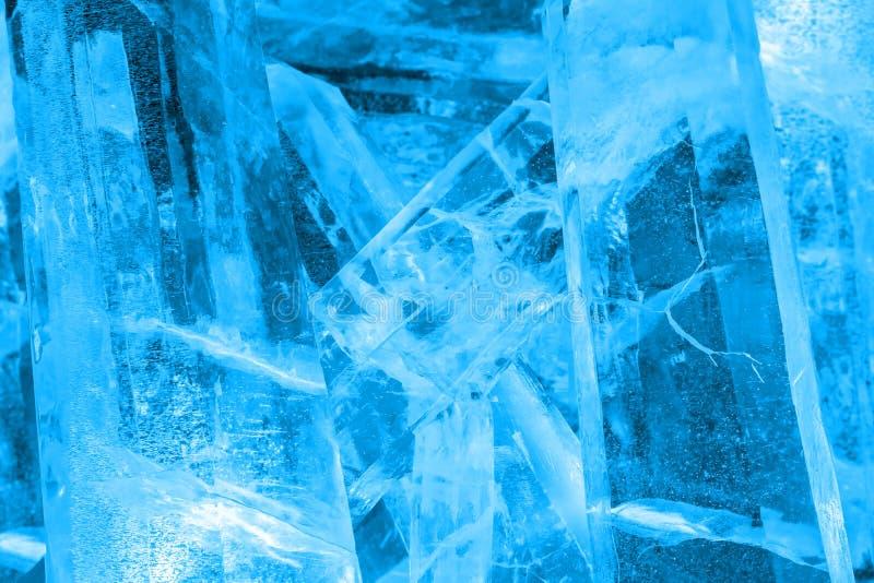 O gigante coloriu cristais de gelo na luz - Harbin azul China foto de stock royalty free