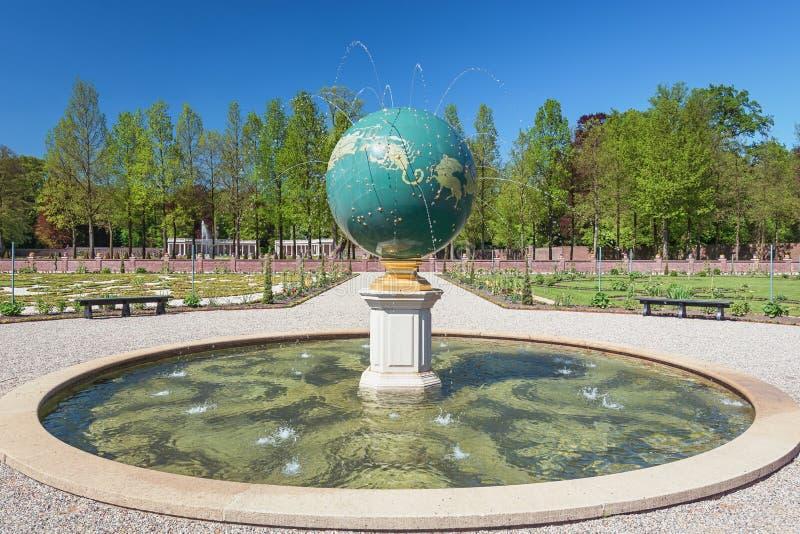 O globo celestial que representa o zodíaco fotos de stock