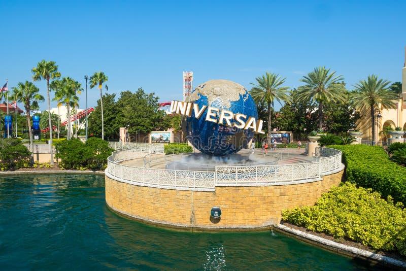 O globo famoso nos parques temáticos universais em Florida foto de stock royalty free