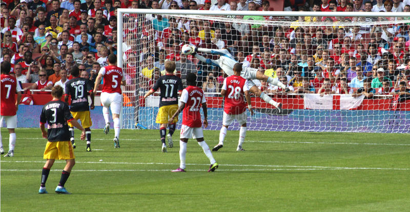 O Goalie faz excepto para o arsenal imagens de stock
