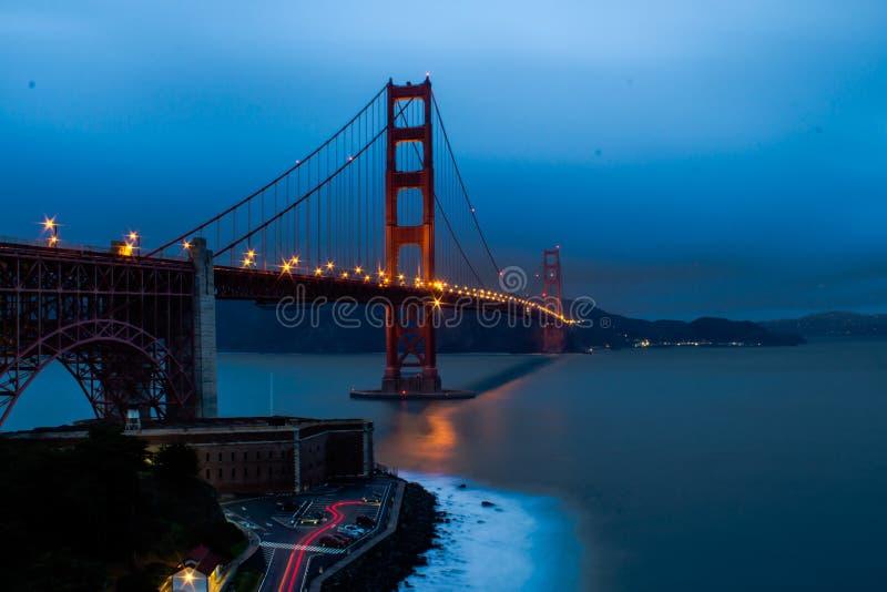 O Golden Gate no crepúsculo fotografia de stock royalty free