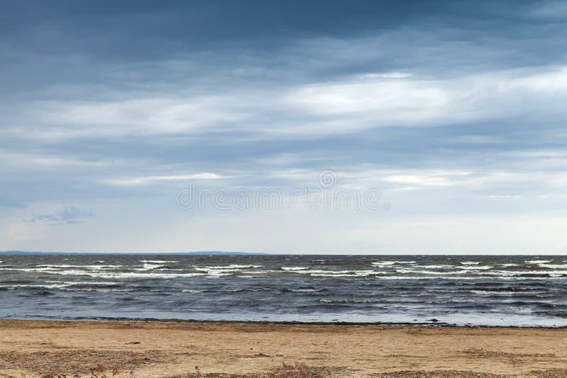 O Golfo da Finlândia no outono Paisagem litoral imagens de stock